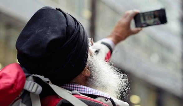 India's youth are less reliant on their smartphone than older generations